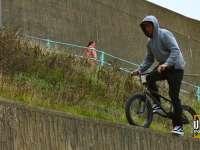作死的歪果仁 跳墙重新定义BMX