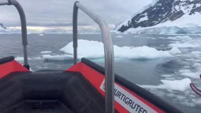 游艇冰海搁浅 四面冰川
