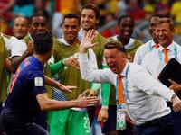世界杯第2比赛日最佳进球 范佩西滑翔冲顶