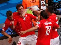 穆罕默迪接角球头球入网 瑞士1-1扳平比分