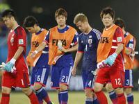 日本0-0希腊 日本屡失良机平十人希腊