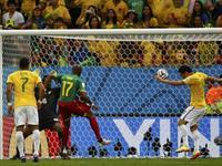 弗雷德破门疑似越位 巴西队3-1领先喀麦隆