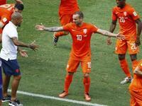 荷兰2-1墨西哥 橙衣军团5分钟2球逆转晋级