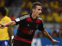 克洛泽破门破纪录 16粒入球成世界杯射手王