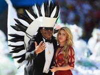 夏奇拉与巴西歌手同台 共同献唱世界杯闭幕式