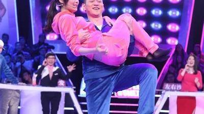 陈法拉奇葩购物癖遭吐槽 两人一脚秒变亲密公主抱