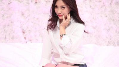 李湘炫耀高额代言费 柳岩秀巨乳求拍广告