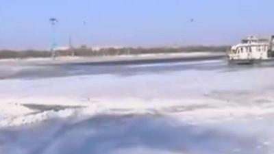 松花江冰封捕鱼仍危险 电暖宝虽好购买需谨慎