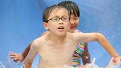 高温滑梯烫伤孩子 多处隐患需要注意