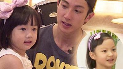 家族聚会neinei表姐亮相 王中磊首秀厨艺生日获惊喜