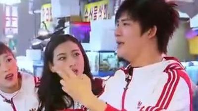 大张伟奇怪韩语逛市场 鲍鱼的韩式生吃法
