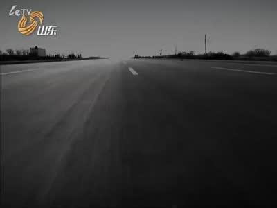 高速奔驰卡车上攀岩