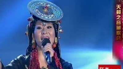 藏族歌手低胸爆乳吸睛 天籁之音惊艳全场