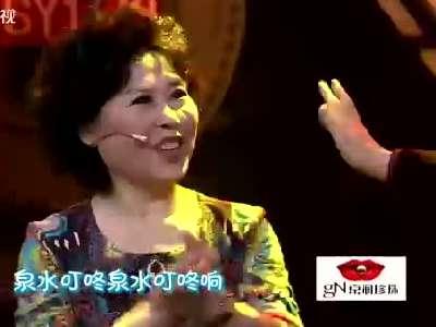 卞小珍岳跃利《泉水叮咚响》-年代秀