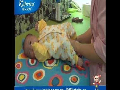 新生儿穿衣步骤很重要 佳贝艾特帮帮忙