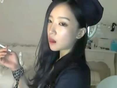 韩国美女主播朴妮唛最新黑衣女警