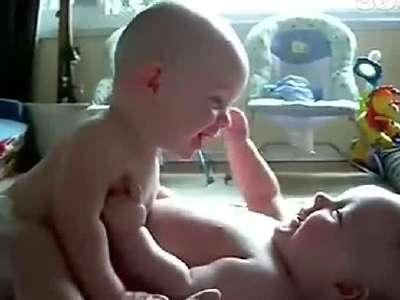 宝宝聊天 听不懂的语言笑翻全场