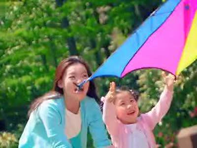 温馨一家人一家三口放风筝图片