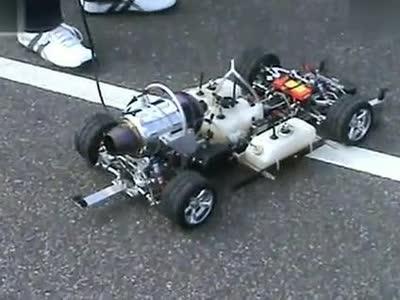 使用微型涡喷发动机的1:5遥控模型汽车