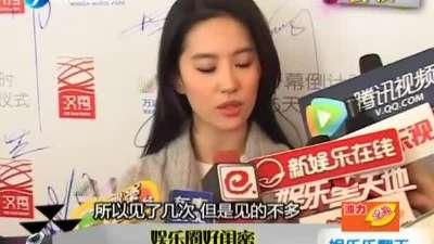 刘亦菲微博秀妹妹近照