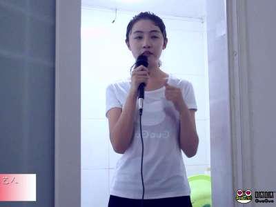 呱呱视频美女主播湿身示范正确的冰桶挑战