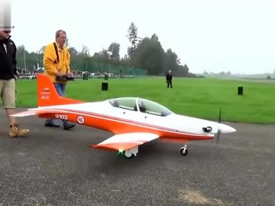 pc-21涡桨模型飞机飞行表演